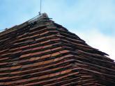 Dach kościoła parafialnego przed remontem - 2005 r (22)