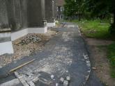 Remont chodnika wokół kościoła 2008 r (14)