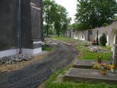 Remont chodnika wokół kościoła 2008 r (9)