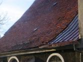 Dach kościoła parafialnego przed remontem - 2005 r (10)