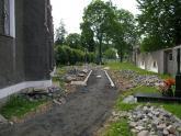 Remont chodnika wokół kościoła 2008 r (21)