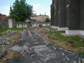Remont chodnika wokół kościoła 2008 r (6)