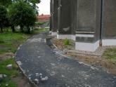 Remont chodnika wokół kościoła 2008 r (12)